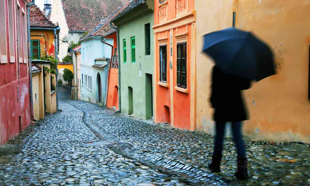 The streets of the medieval fortress in Sighișoara (Dreamstime)