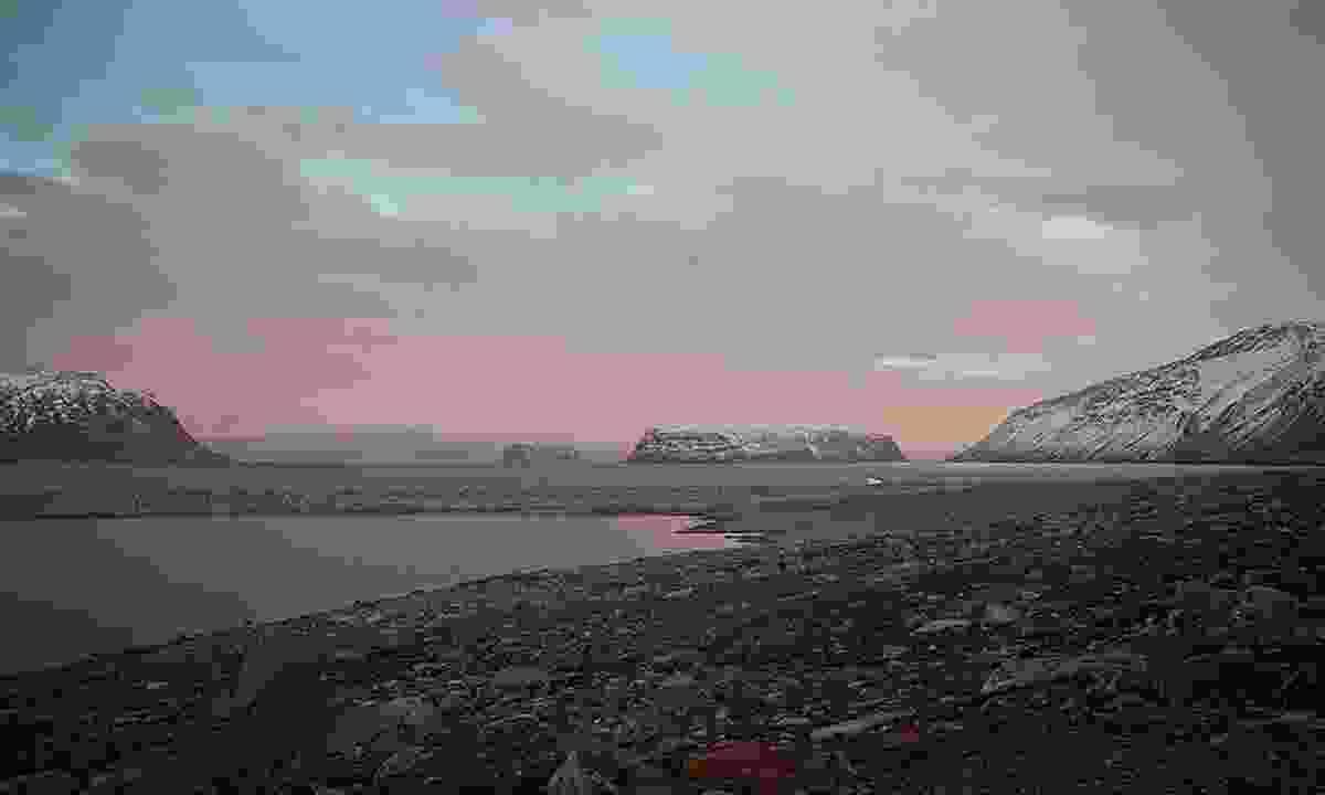 Deserted landscapes in Sunneshine Fjord (Acacia Johnson)