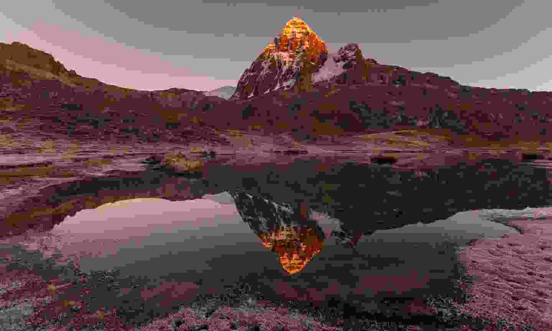 Sunrise in the Cordillera Huayhuash (Dreamstime)