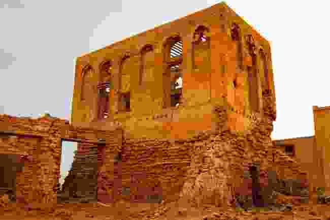 An abandoned building in Jazirat al Hamra (Shutterstock)