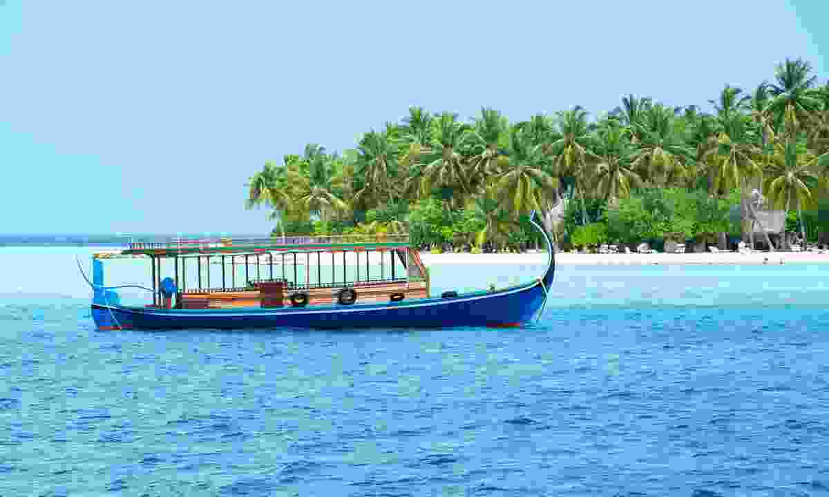 Traditional dhoni in blue lagoon (Dreamstime)
