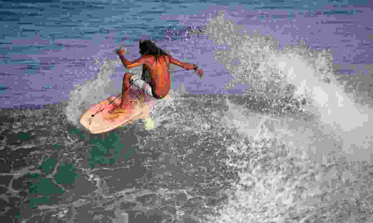A surfer in El Salvador (Dreamstime)