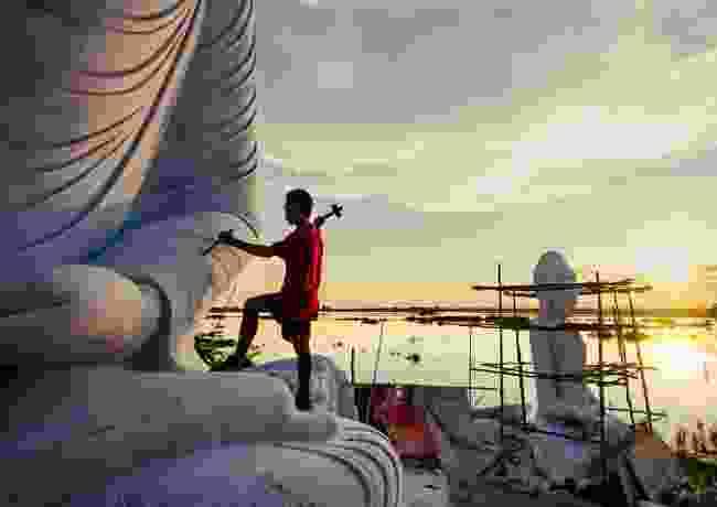 The sculptor. Mandalay, Myanmar (Burma) (Aung Ya)