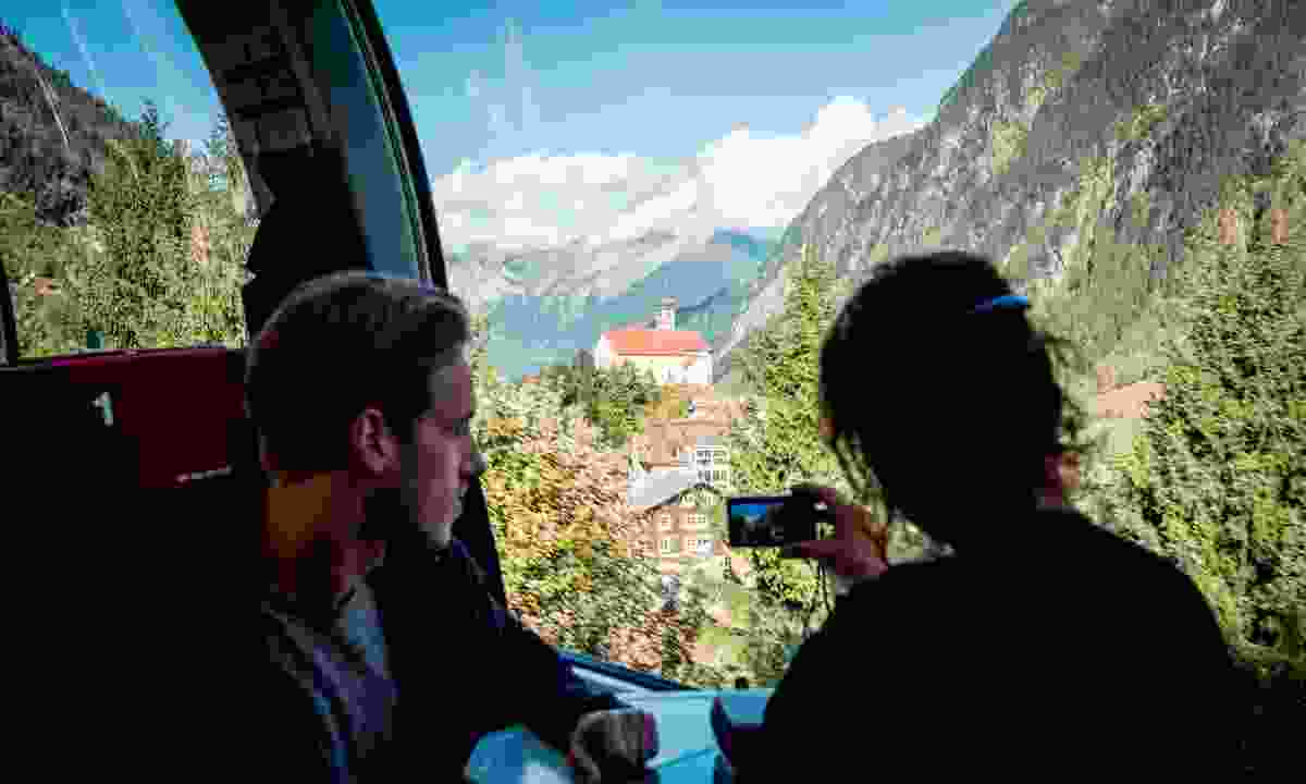 The view from the Gotthard Panorama Express (swiss-image.ch)