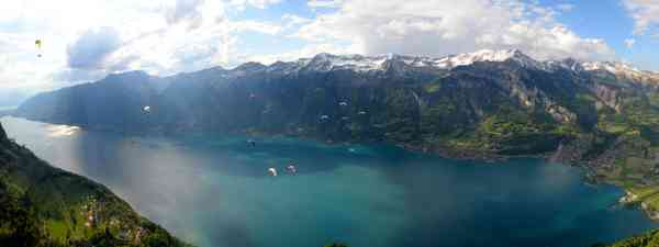 View of Lake Brienz (swiss-image.ch)