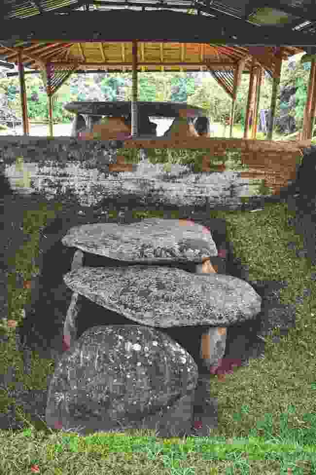 Shaman Grave, San Agustin (Simon Broughton)