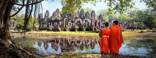Monks at Angkor Wat (Shutterstock)