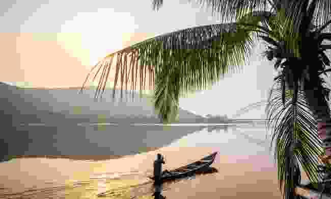 Traditional wooden canoe in Ghana (Shutterstock)