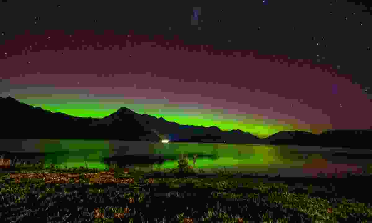 Aurora australis over Lake Wakatipu, New Zealand (Dreamstime)