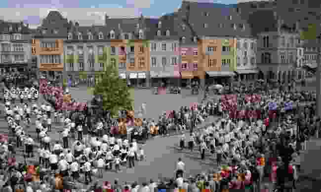 Watch the Hopping procession of Echternach ( Peuky Barone-Wagener / LFT)