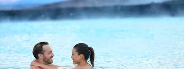 Couple soaking in the Blue Lagoon, Iceland (Dreamstime)