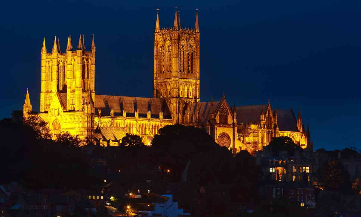 Lincoln cathedral illuminated at night (Dreamstime)