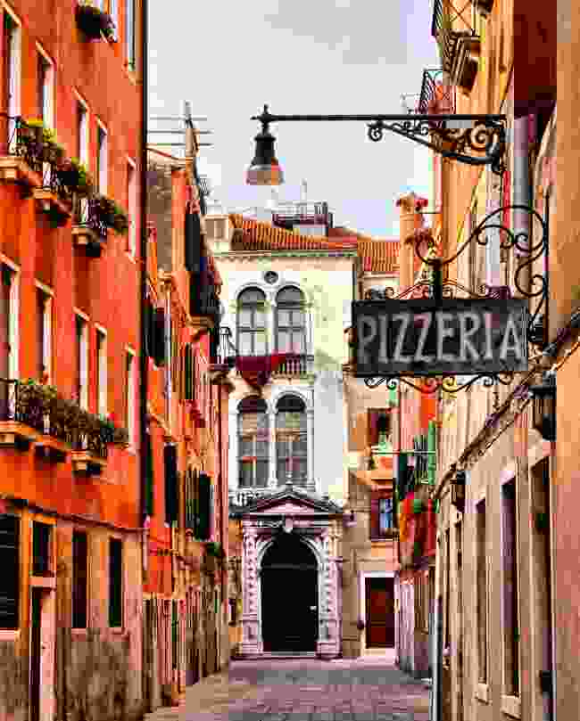 There are plenty of meat-free pizza options all across Italy (Shutterstock)