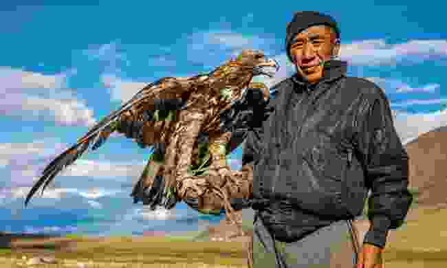 Khuanitkhan, a Kazakh eagle hunter, shows off his golden eagle near the head of Chigertei (Marcus Westberg)