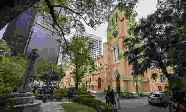 Learn about the significance of St. John's Cathedral on the Hong Kong Free Tour (Shutterstock)