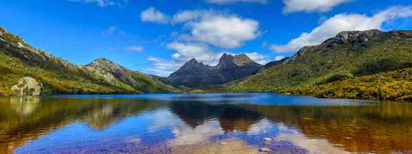 Dove Lake circuit & Cradle Mountain in Tasmania, Australia is one of our top day walks in the world (Shutterstock)