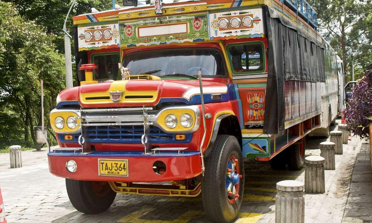 Chiva bus in Medellin (Dreamstime)
