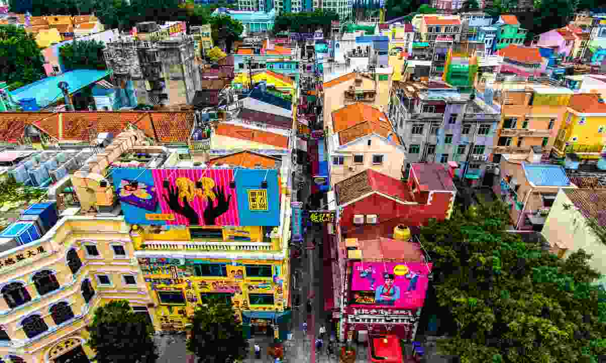 The colourful alleys of Taipa are great fun to wander (MGTO)