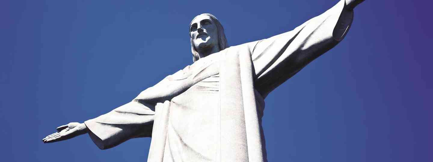 Christ the Redeemer keeps a watch over Sugarloaf and the bays of Rio de Janeiro (Embratur)