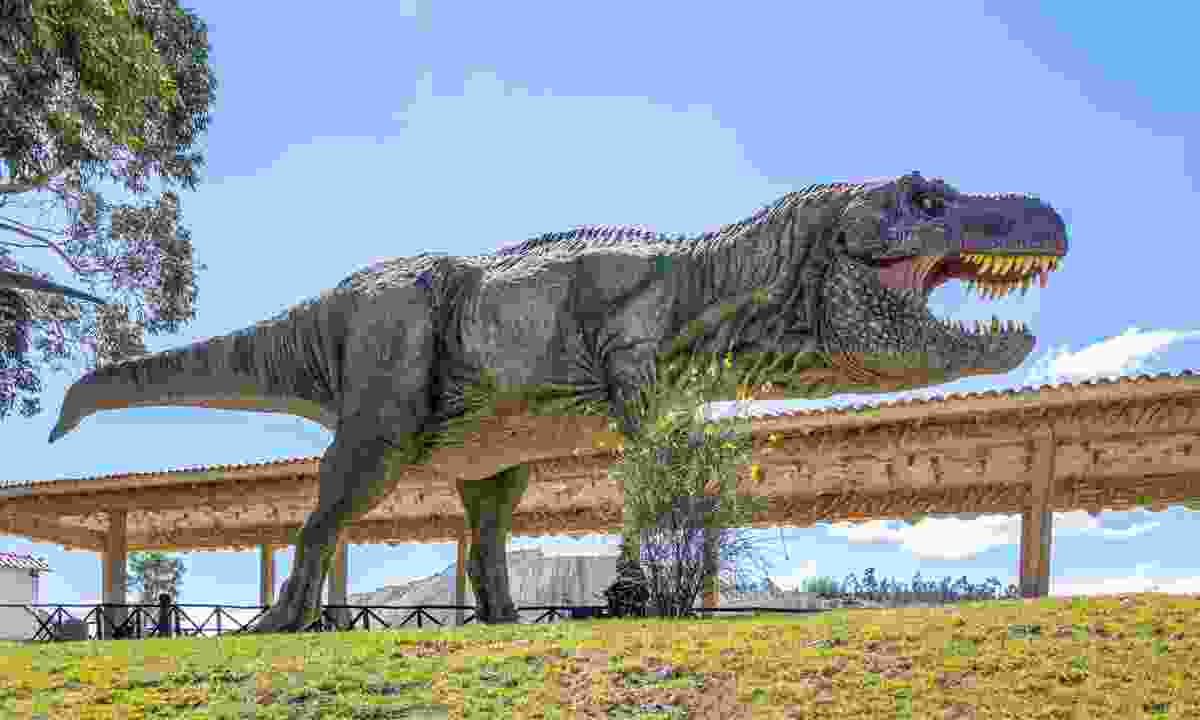 Model dinosaur in Cal Orcko, Bolivia (Dreamstime)