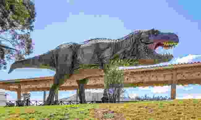 Model dinosaur in Cal Orcko, Bolivia (Dreamstime)