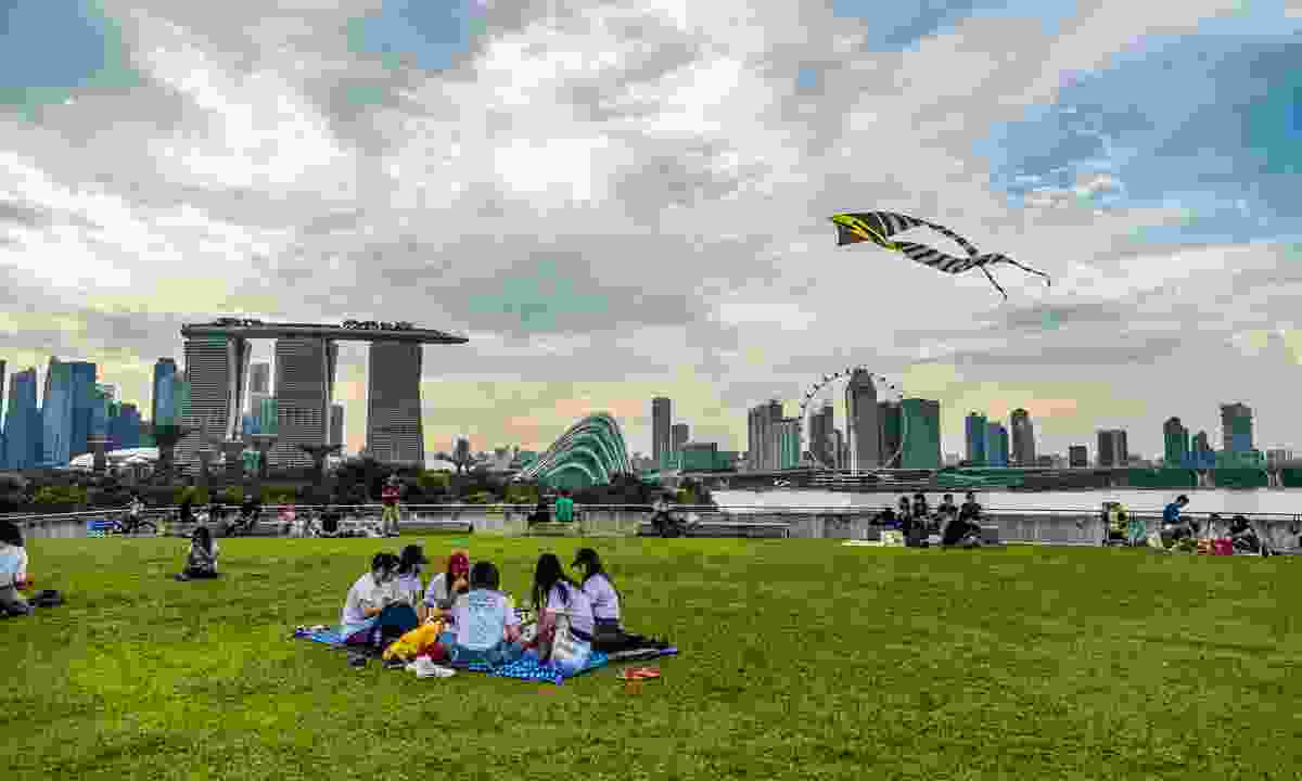 Enjoy a picnic on the roof of Marina Barrage (Dreamstime)