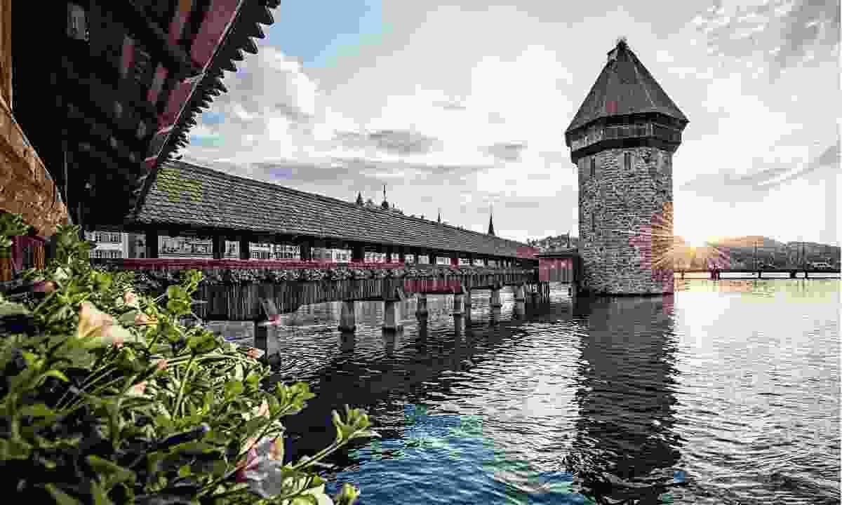 Walk the picture-pretty Chapel Bridge (Lucerne Tourism Board)