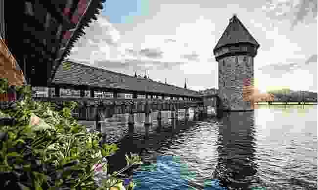 Walk the picture-pretty Chapel Bridge (Lucerne Tourism Board)