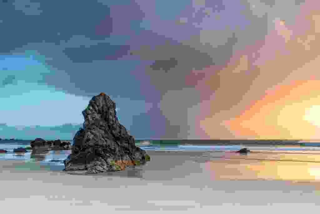 Sango Sand Beach (Kav Dadfar)