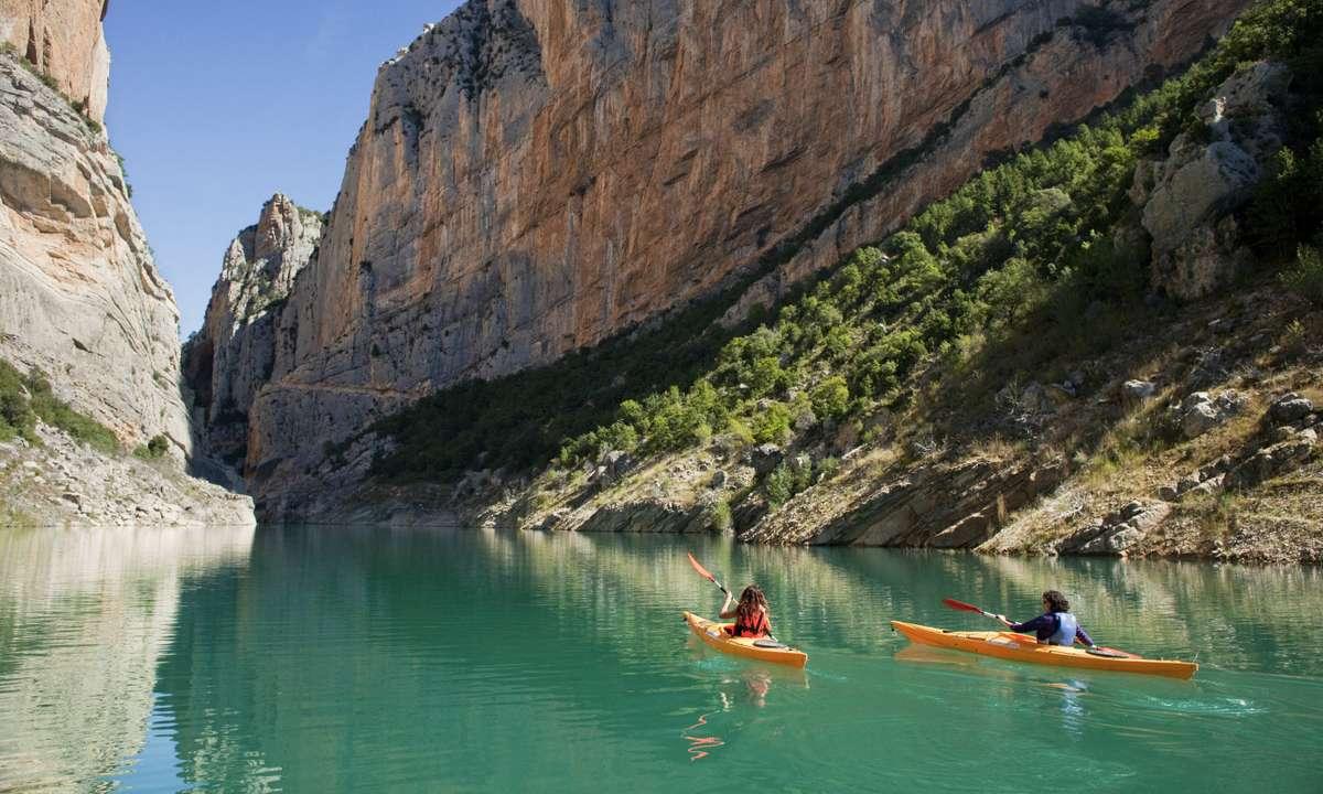 Rowing on the Montrebei Gorge (Oriol Clavera)