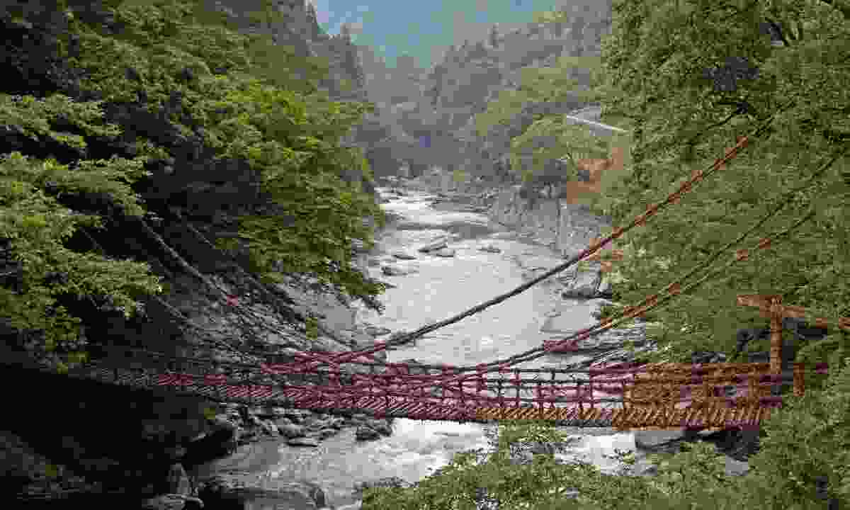 Vine bridge, Iya Valley (Dreamstime)