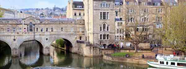 Pulteney Bridge in Bath, Somerset (Dreamstime)