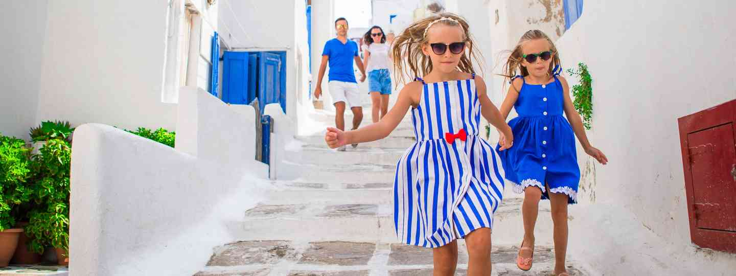 Young family exploring Mykonos (Dreamstime)