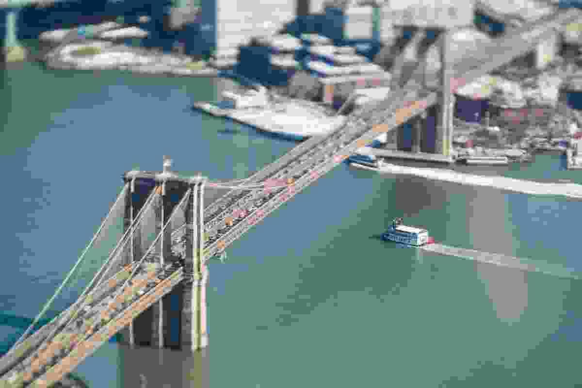 Ferry approaching bridge (Jasper Léonard)
