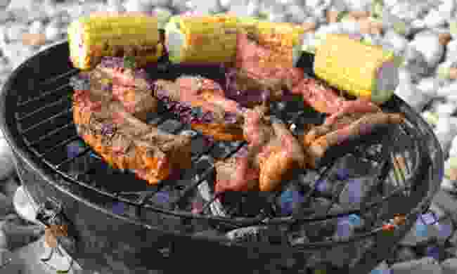 Barbecue ribs and sweetcorn (Dreamstime)