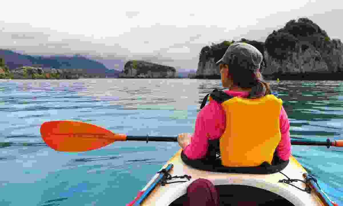 Kayaking among limestone cliffs in Abel Tasman National Park (Dreamstime)