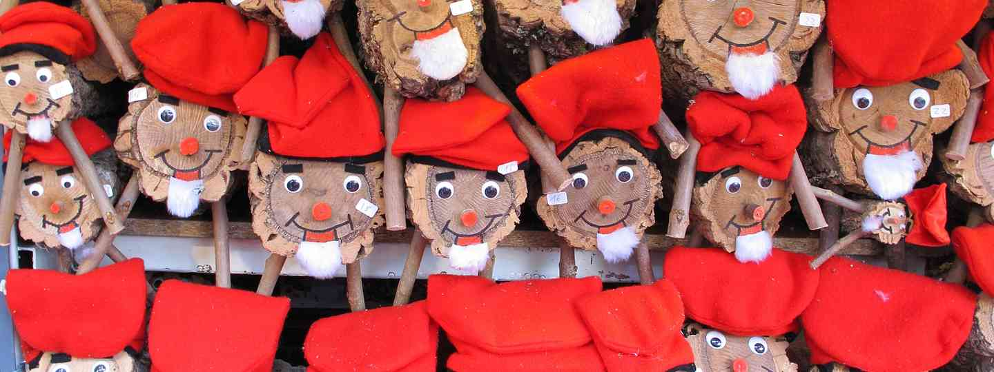 Catalonian tradition of caga tió (Dreamstime)