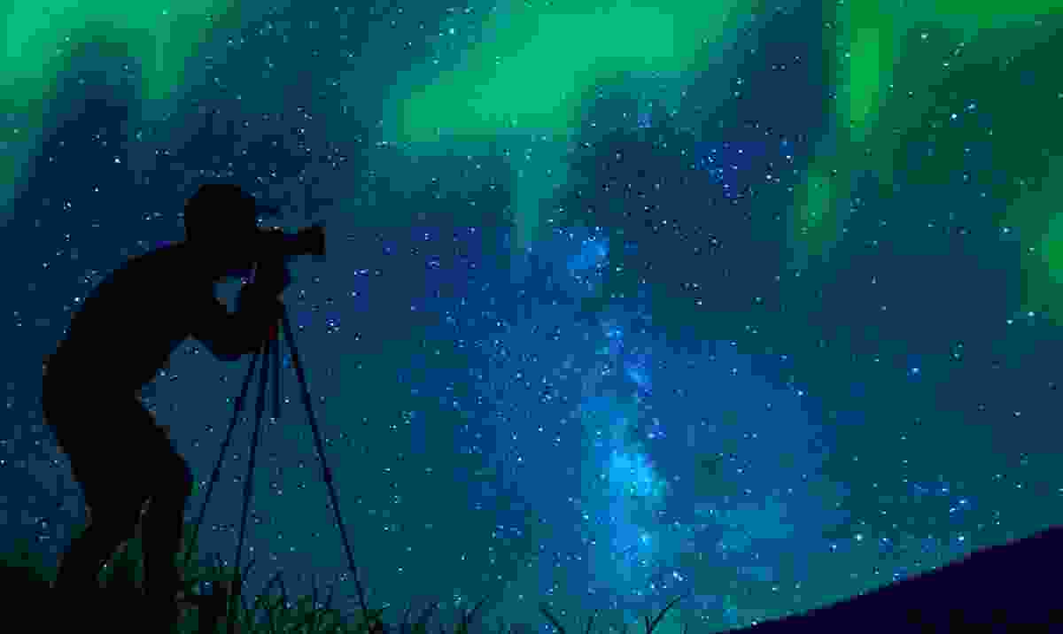 Photographing the northern lights (Shutterstock)