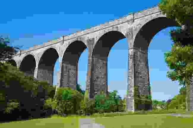 Porthkerry viaduct (Shutterstock)