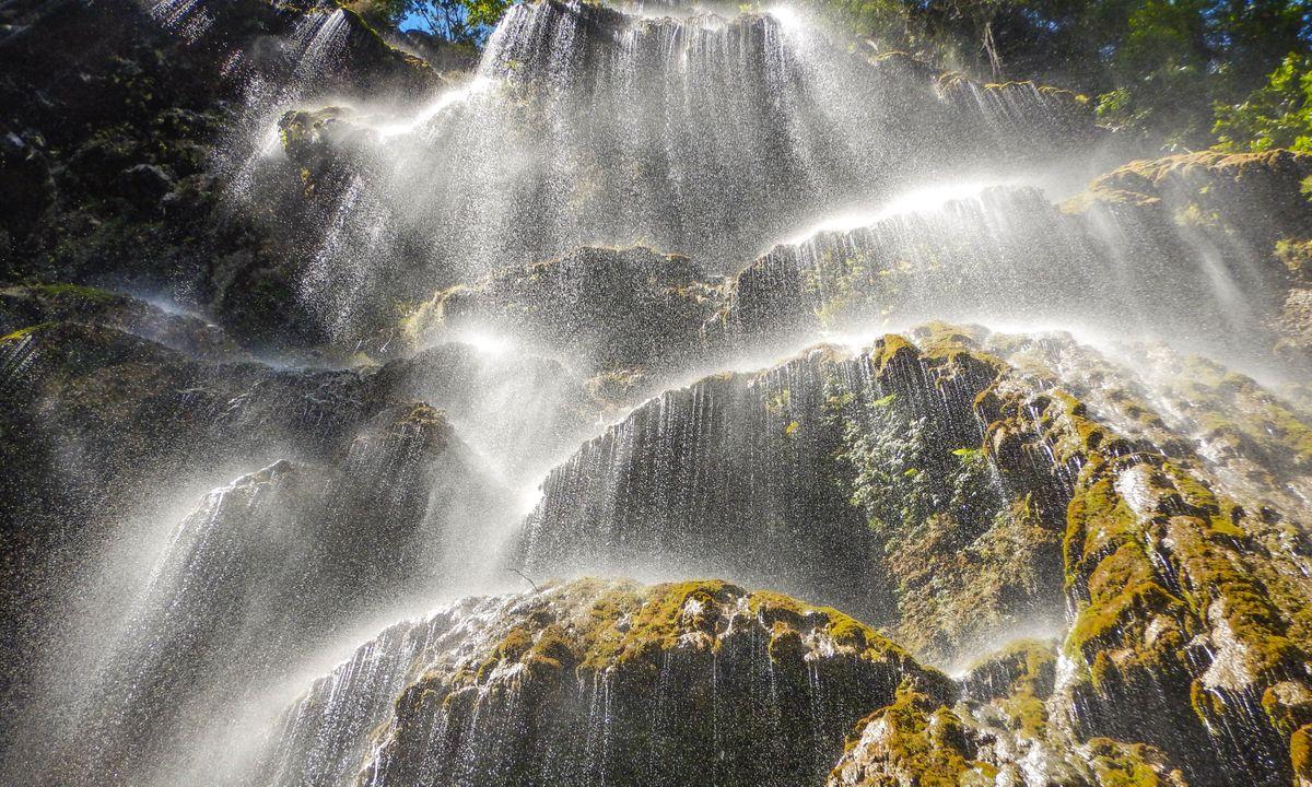 Tumalog Falls (Dreamstime)