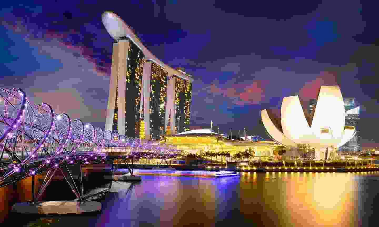 Walk over Helix Bridge for great night views (Shutterstock)