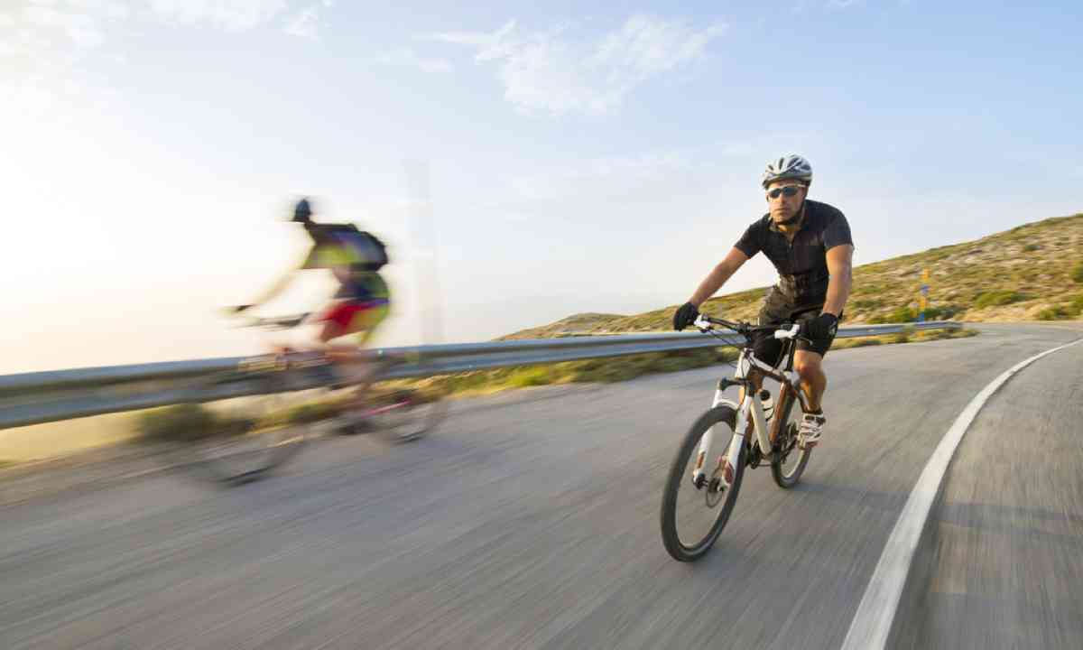 Fast cyclist on a mountain (Shutterstock)