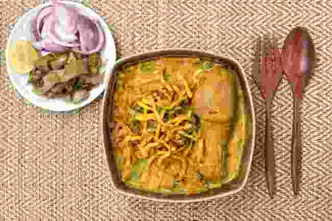 A bowl of khao soi gai (Shutterstock)