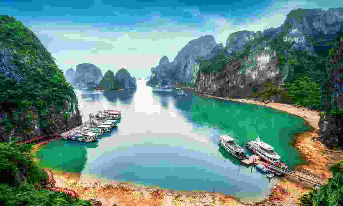 The towering limestone rock formations of Vietnam's Halong Bay (Shutterstock)