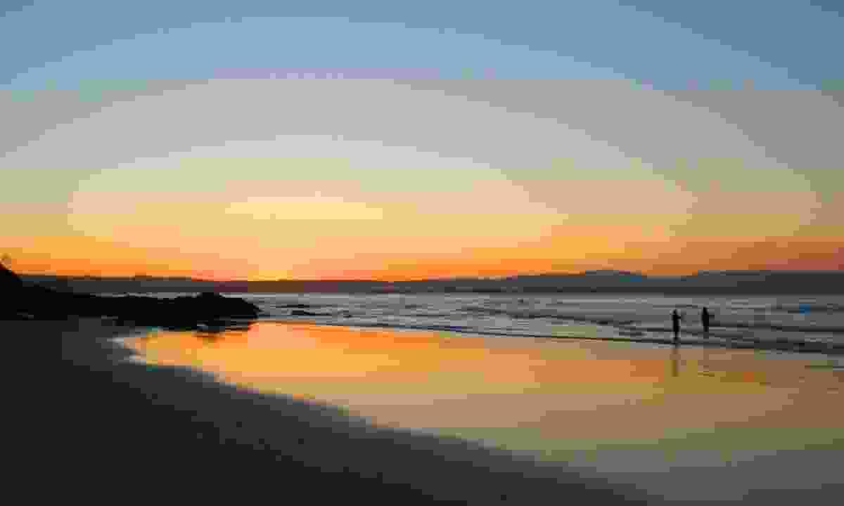 Fishing at sunset on Wategos Beach, Byron Bay (Dreamstime)