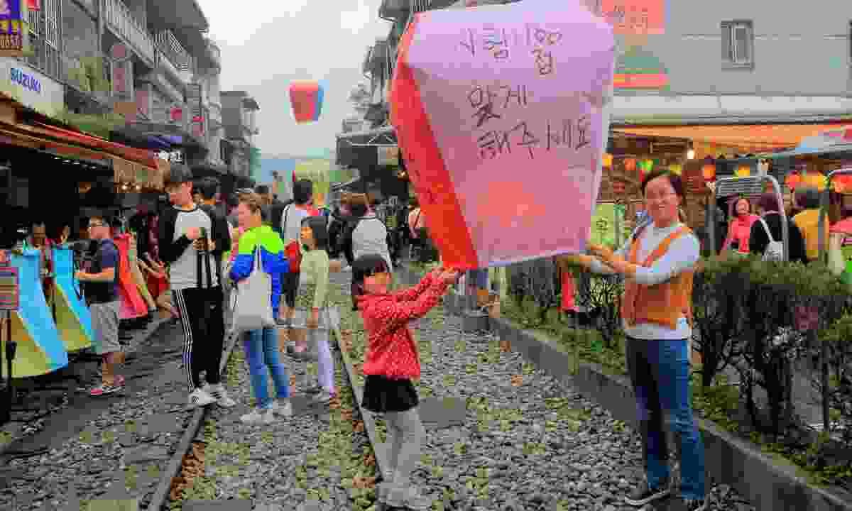 Sky lantern festival (Dreamstime)