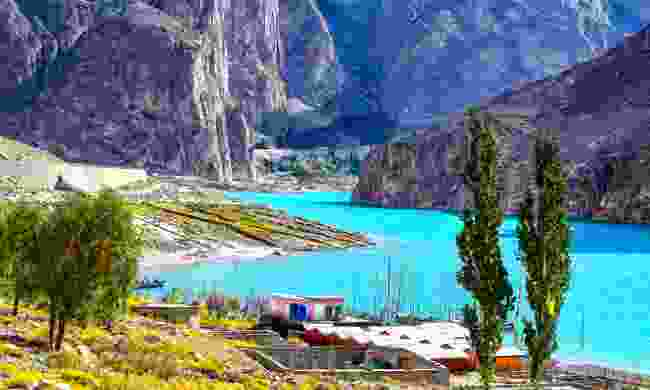 The turquoise waters of Attabad Lake (Shutterstock)