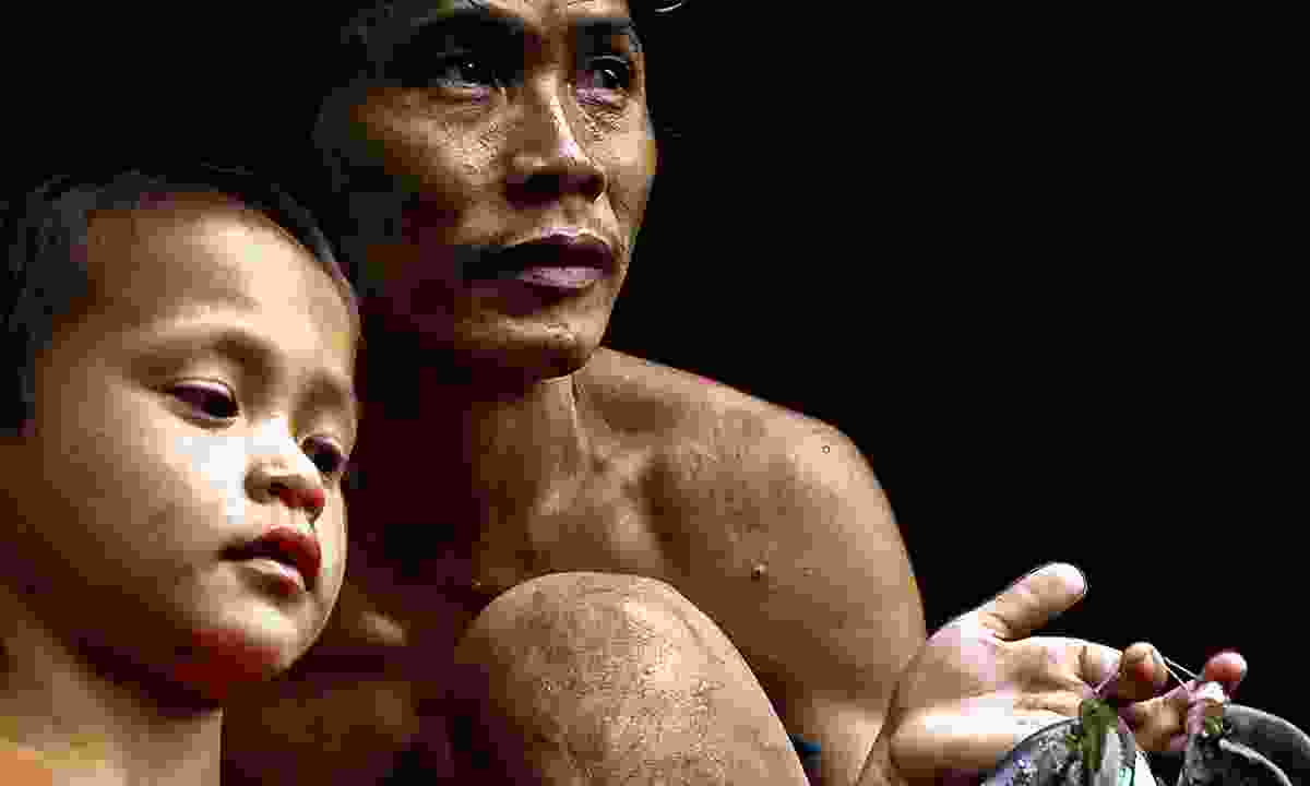 A Penan father and son (Dreamstime)