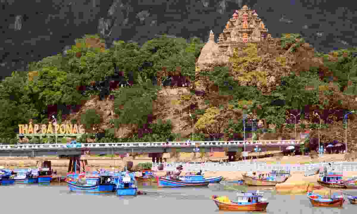 Nha Trang Bay temples and boats (Shutterstock)