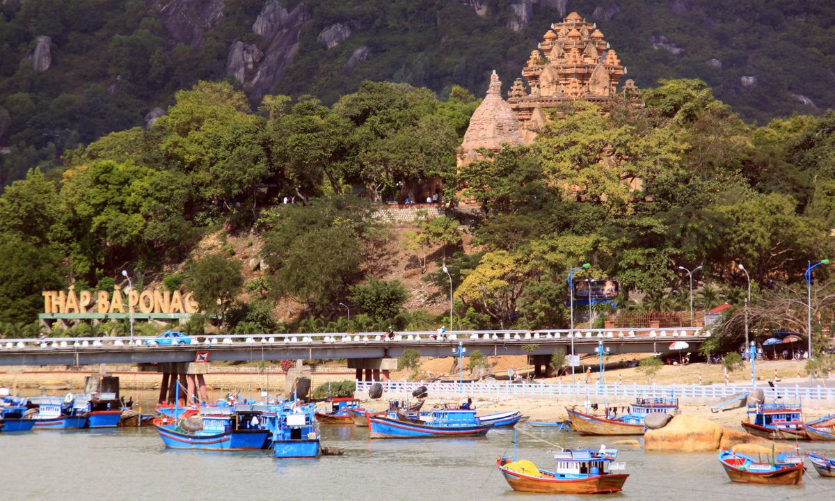 Nha Trang Bay temples and boats (Shutterstock)
